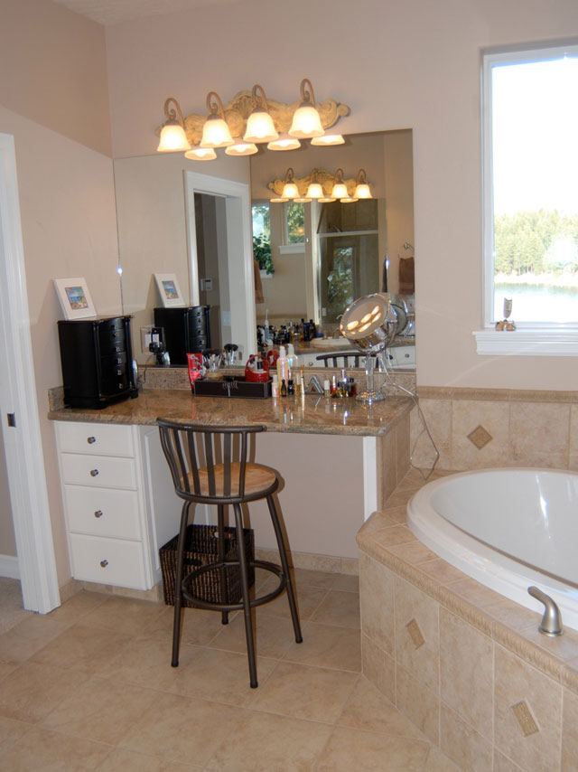 Master Bath Make Up Vanityweb